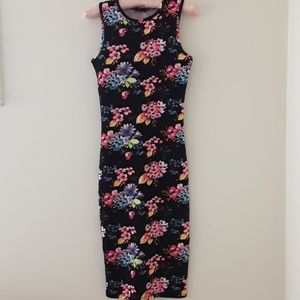 FITTED FLORAL SLEEVELESS DRESS